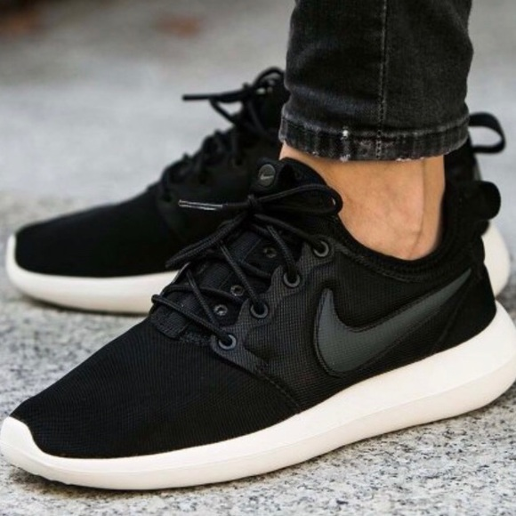 buy popular d7518 026c5 Nike Women's Roshe Run 2 Sneakers
